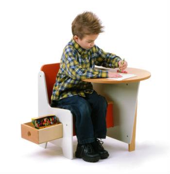 компактный стол-стул для детской комнаты мальчика