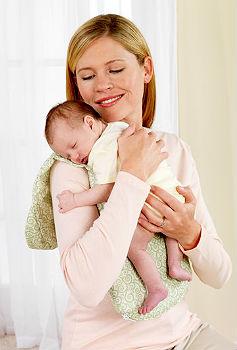 как носить столбиком новорожденного фото
