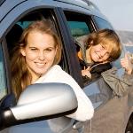 чем занять детей в машине