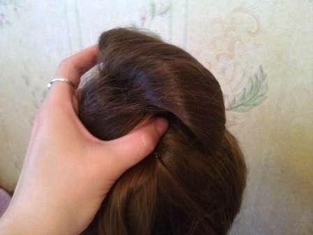 простой пучок из волос
