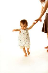 как научить ребенка самостоятельно ходить