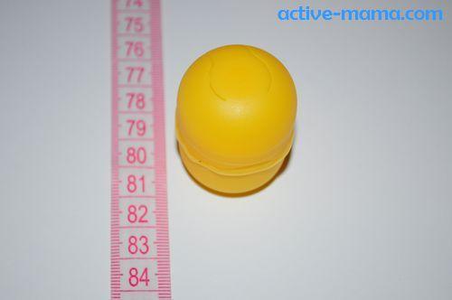 на коробочке из-под яйца клеем сделать полоску по кругу