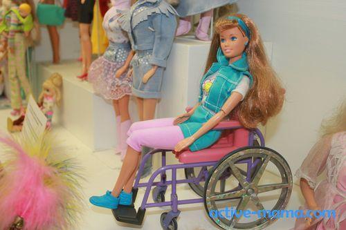 Барби в инвалидной коляске