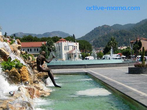 Мармарис. Площадь с фонтанами