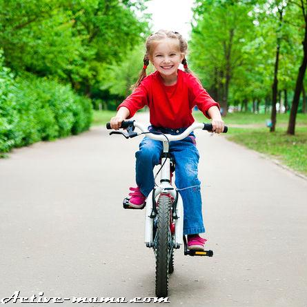 Как научить ребенка кататься на велосипеде?