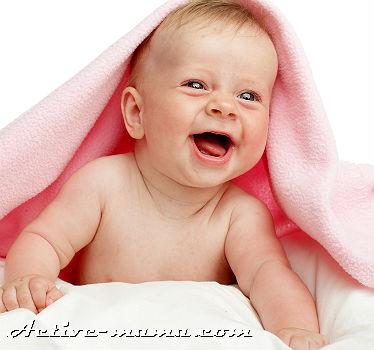 когда новорожденный начинает держать головку
