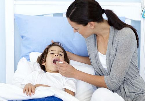 Если ребенку жарко у него может повысится температура thumbnail
