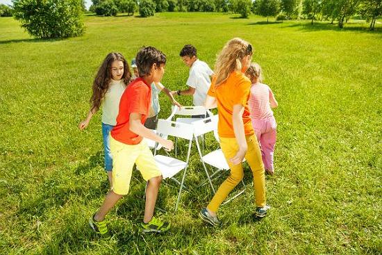 Какими играми развлечь ребенка в День рождения