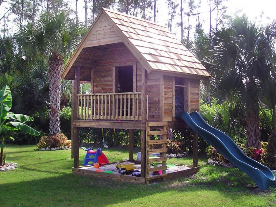 Крутой домик ребенку на даче